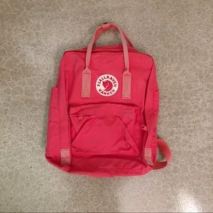 Fjallraven Classic Backpack in Peach Pink